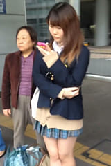 【JKパンチラ盗撮】生理中の制服女子高生をスカートめくり!画像
