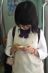 【JKパンチラ盗撮】道案内してくれた制服女子高生をスカートめくり!画像