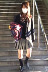 【JKパンチラ盗撮】食い込みパンティの制服女子高生にスカートめくり!画像