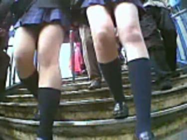 【JKパンチラ盗撮】55人の制服女子高生!超接近の臨場感:画像