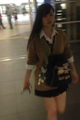 【JKパンチラ盗撮】セクシーパンティの制服女子高生をスカートめくり!画像