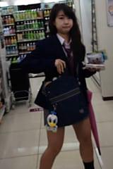 【JKパンチラ盗撮】めちゃかわ制服女子高生をスカートめくり!画像