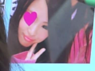 【JKパンチラ盗撮】プリクラでギャル風の制服女子高生!黒パンティ❤︎画像