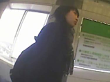 【JKパンチラ盗撮】65人の制服女子高生!ヤンキー少女も丸見え:画像