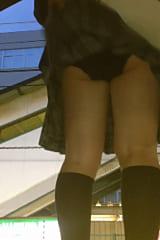 【JKパンチラ盗撮】11人のピチピチ制服女子高生をスカートめくり!画像