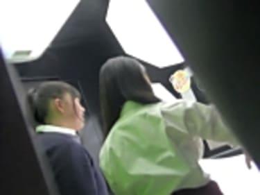 【JKパンチラ盗撮】プリクラで食い込み白パンティの制服女子高生!画像