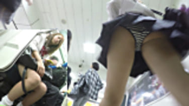 【JKパンチラ盗撮】愛しの制服Pチラ!の女子高生!画像