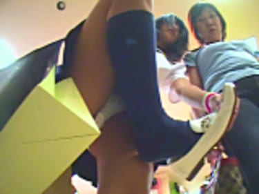 【JKパンチラ盗撮】ナプキン・シミまで丸見え接写!ギャル&制服女子高生!画像